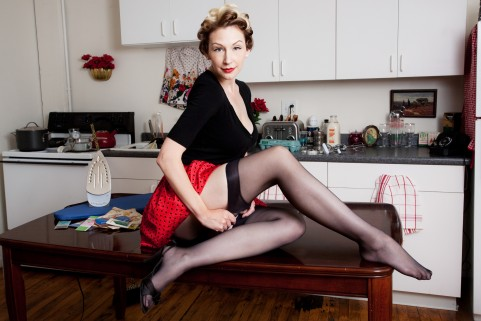 Retro Pin Up Houswife