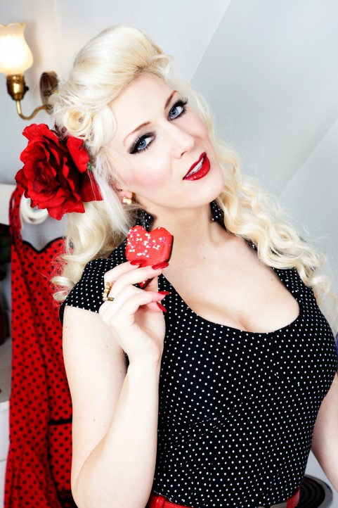 Pin up with cosplay model Kristen